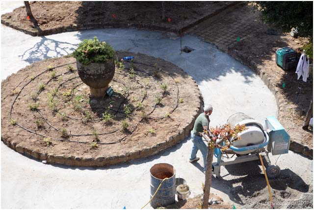 Re-surfacing work on two piazzas in Barga
