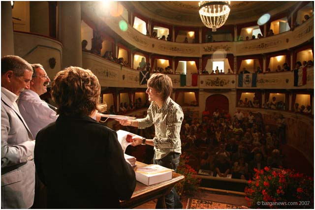 paolo nutini awarded the gold medal in barga today