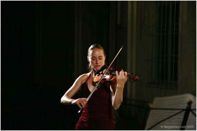 Claudia Schaer plays Bach and Bartok