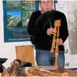 {barganews} Hamish Moore - bagpipes studio in Piazza Angelio