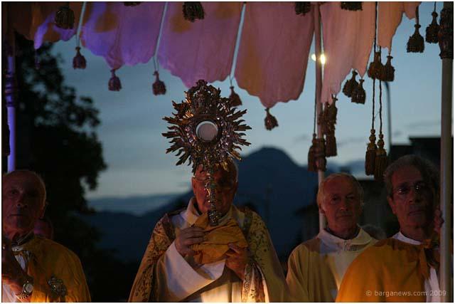 Corpus Domini procession through Barga 2009035