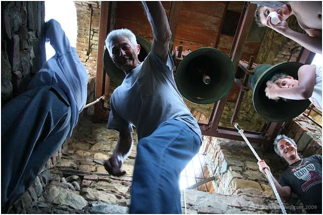 bellringers in fornacetta Barga 2009003