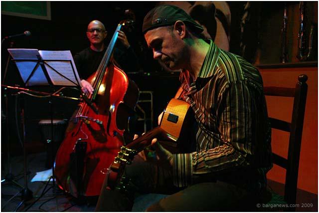 Antonio Forcione and Raffaello Pareti at Barga Jazz Club006