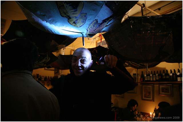 los caprichos umbrellas in barga 2009018